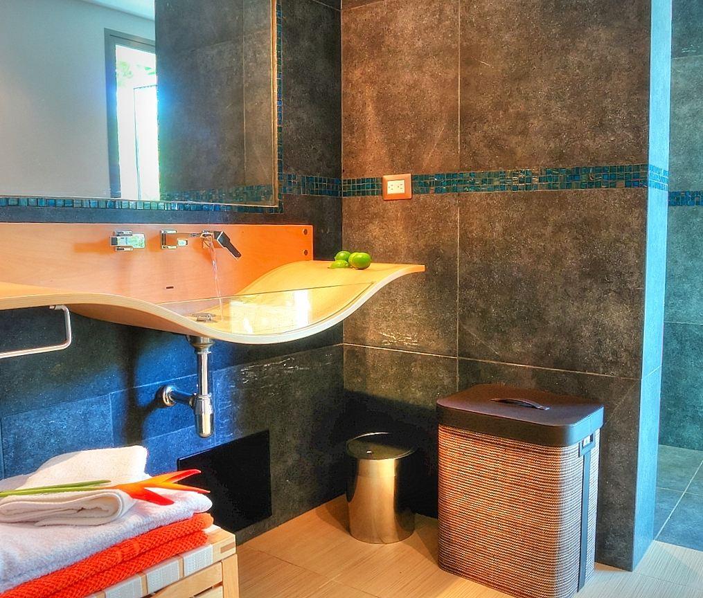Villa Sofia – Floorplans – Jacuzzi Suite – Bathroom